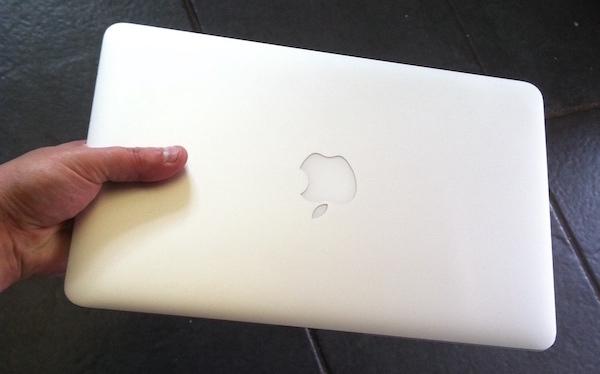 1503-macbook air 11%22 3