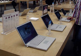 MacBooks in Apple Store