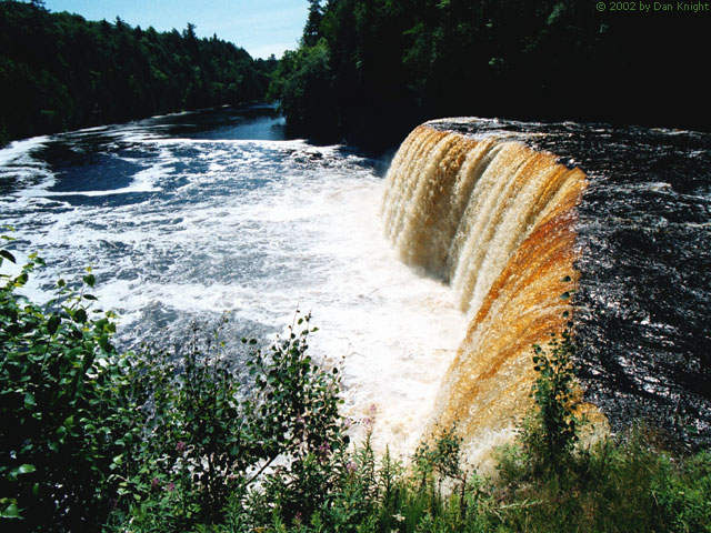 Tahquamenon Falls, 640 x 480, color